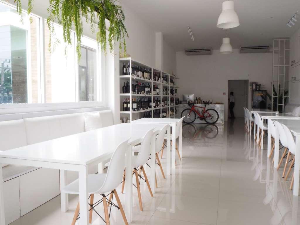 White Bake Wine Cafe